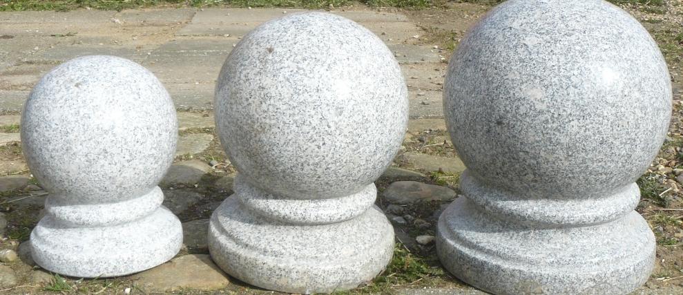 <p>Poleret Granit Kugler</p>
